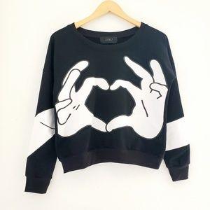Zoel Heart Hands Print Black Pullover